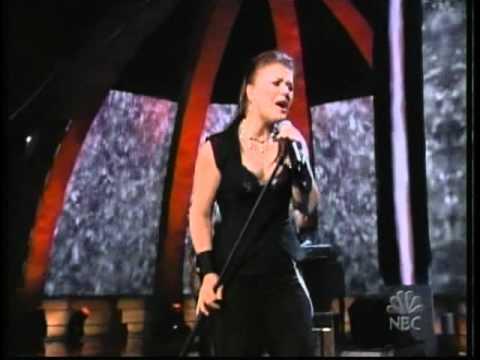 Kelly Clarkson - Low (Live Radio Music Awards)