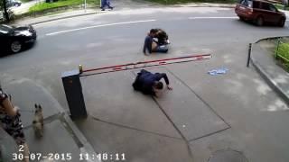 Вдвшник вырубил двоих мужиков