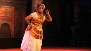 Mohiniyattam performance of Kalamandalam Kshemavathy