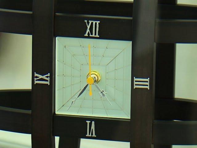 Японцы подарили ангарскому музею часы