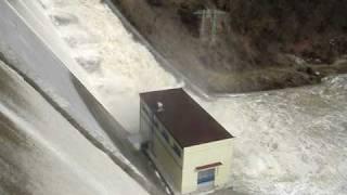 preview picture of video 'Vranov nad Dyjí - záplavy v roce 2006 (3) - www.vranov-nad-dyji.eu - Vranovská přehrada'