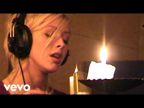 Christina Aguilera - The Christmas Song (Chestnuts Roasting On An Open Fire) - Christmas Radio