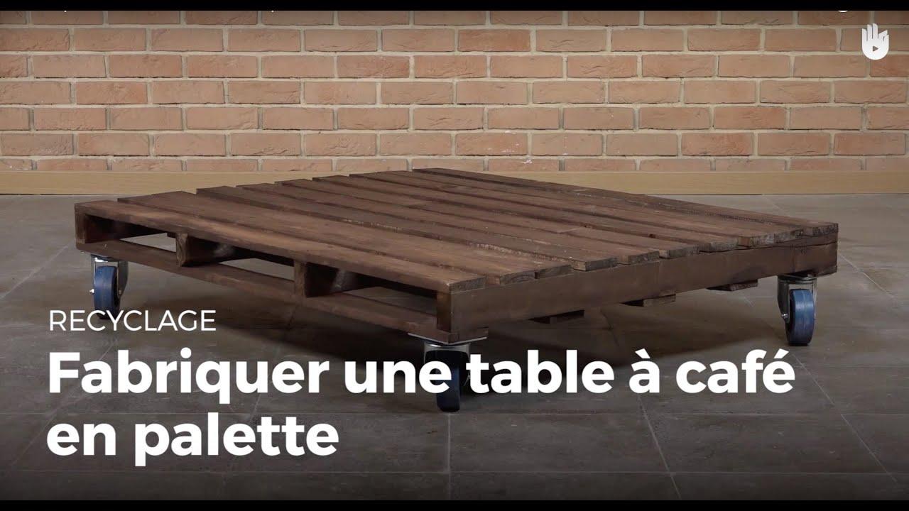 fabriquer une table caf en palette fabriquer des meubles avec des palettes sikana. Black Bedroom Furniture Sets. Home Design Ideas