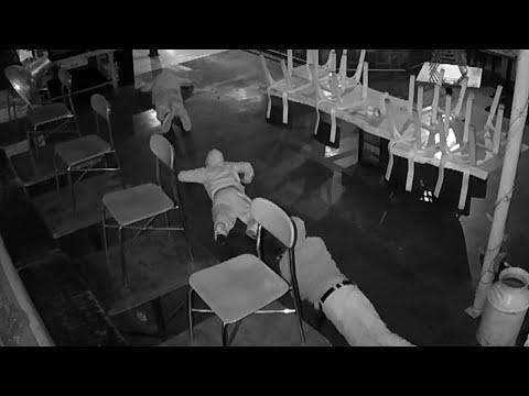 Грабители придумали, как не засветить свои лица во время преступления