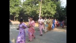 preview picture of video 'Novitiation ceremony _ Mrauk-U november 2012'