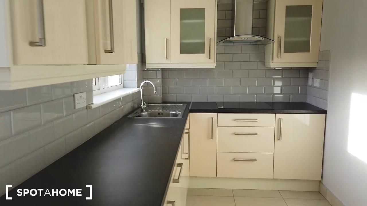 Double bed in Rooms for rent in renovated 3-bedroom apartment in Buzzardstown