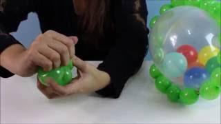 Aprenda como fazer, passo a passo, um lindo chocalho de balão / bexiga para decoração de festas infantis e chá de bebê.