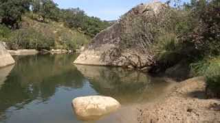 preview picture of video 'Mi hermana y sobrinos en el rio Hozgarganta de Jimena de la Frontera'