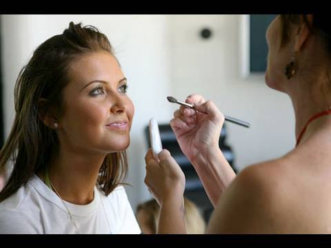 How To Become A Makeup Artist