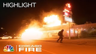 Firehouse 51 Gets Caught In A Fire At A Laundromat - Chicago Fire