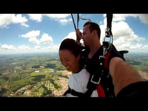 Salto de Paraquedas de Simone Tomiyama em Boituva