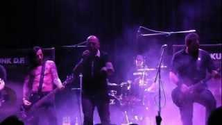 preview picture of video 'Skunk DF - El fin de la diplomacia (Directo Valencia Rock City 2013)'