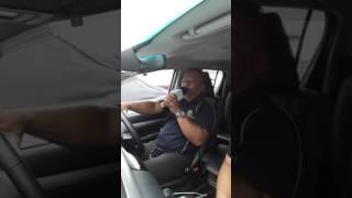 Relex je brother ni karaoke dalam kereta.