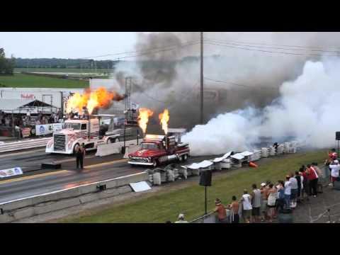 Cuộc đua của các siêu xe PHUN xăng Điện tử