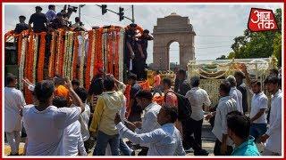 तिरंगे में लिपटकर India Gate से होते हुए BJP मुख्यालय  जा रहा Atal Bihari Vajpayee का पार्थिव शरीर