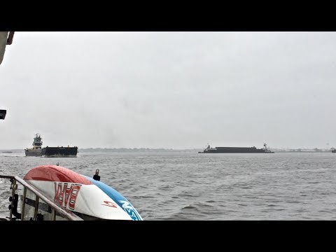 Video CLOSE CALLS with BIG BARGES