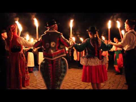 Fackeltanz beim europäischen folklore festival in Neustadt