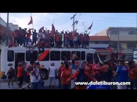 """Tiburones Rojos 1-1 Morelia // Mega Caravana"" Barra: Guardia Roja • Club: Tiburones Rojos de Veracruz"