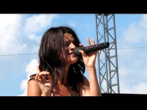 """Selena Gomez """"You Belong With Me"""" Cover Indianapolis 8/15/10"""