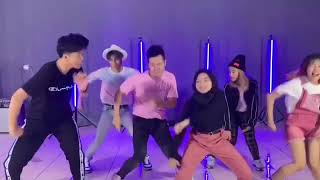 "DANCE PRACTICE VIDEO ""BOY WITH LUV""