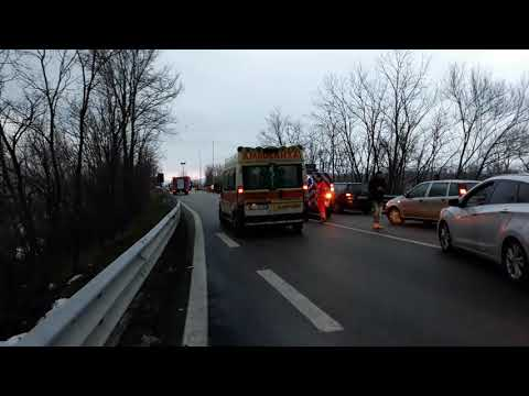 Incidente a Bojano, donna estratta dalle lamiere. Traffico in tilt