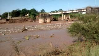 preview picture of video 'Río Lules despues del desplome del estribo derecho - 11-03-2015'