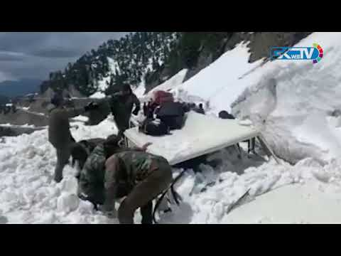 Narrow escape for SDM Karnah after vehicle comes under snow avalanche near Sadhna Top