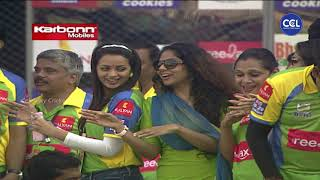 Malayalam Actresses Dancing in Excitement To Cheer Kerala Strikers Against Karnataka Bulldozers