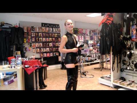 Nelly Lackstiefel und Body