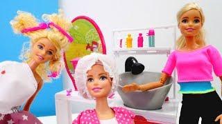 Barbie español. Evi está en salón. Vídeos para niñas.