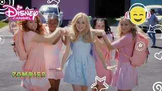 "Z-O-M-B-I-E-S | MUSIKVIDEO ""My Year"" - Disney Channel Danmark"
