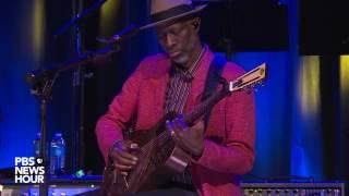 Taj Mahal and Keb' Mo' perform 'Diving Duck Blues'