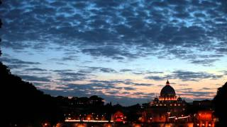 preview picture of video 'View of San Pietro and the Vatican City at sunset.'