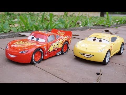 Racing Disney Cars 3 Toys Lightning Mcqueen vs Cruz Ramirez Outdoor Fun Toy for Kids