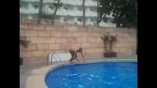preview picture of video 'Tuffo in Piscina al Peguera Park Hotel estate 2013'