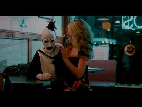 Terrifier (2017) - Pizzeria, selfie and a ring