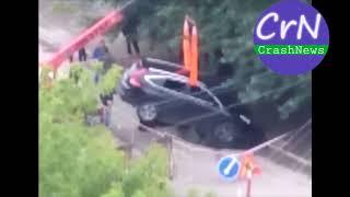 https://crashnews.org   В Новосибирске Хонда провалилась под землю