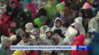 Times Square crowd braves rain to bid wet goodbye to 2018