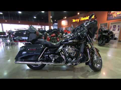 2013 Harley-Davidson CVO Ultra Classic Electra Glide FLHTCUSE8