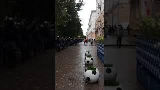 Митингующим блокируют проход