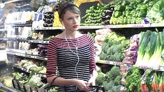 Exhausted Taylor Swift Sporting Serious Eye Bags At The Grocery Store [2014]