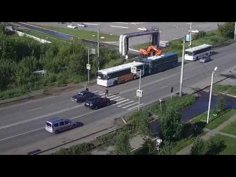 В Омске сбили девушку на переходе