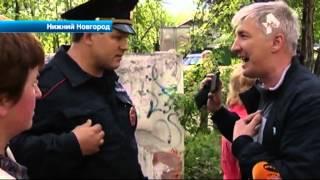 Массовая драка с участием полицейских произошла на проезжей части в Нижнем Новгороде