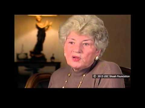Helen Finder comenta sobre los panes que los checos arrojaron a las prisioneras
