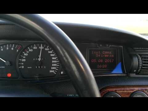 Der Aufwand des Benzins auf die Klimaanlage oder das Klima die Kontrolle