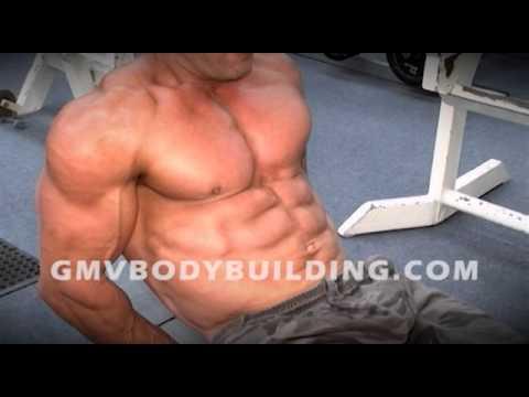 Fait mal le muscle du dos dans le service de poitrine de lépine dorsale