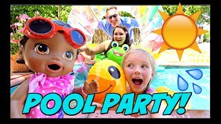 BABY ALIVE Has FUN In The SUN! POOL PARTY! The Lily And Mommy Show. The TOYTASTIC Sisters.
