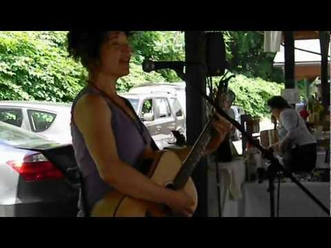 Deena Chappell performs at the Saratoga Artisans and Crafters' Market