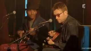 """Damon Albarn Performs """"Mr. Tembo"""" (French TV)"""