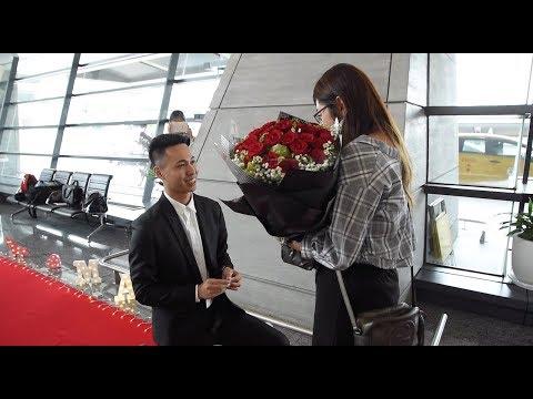 ✨『讓我就這樣一輩子 一輩子的照顧妳』- 機場接機驚喜求婚